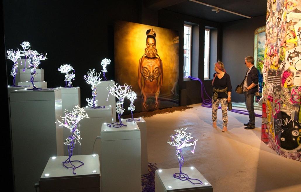 """kka. Nagyítás 58. Velencei Biennálé Az andorrai kiállítók """" A jövő most van """" című installációja a fékevesztett vásárlási láz pusztító hatásaira figyelmeztet"""