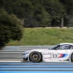 Tesztelte BMW-jét a műlábakkal élő autóversenyző-legenda