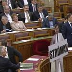 Mészáros Lőrinc okozott kisebb pánikot az Országgyűlésben