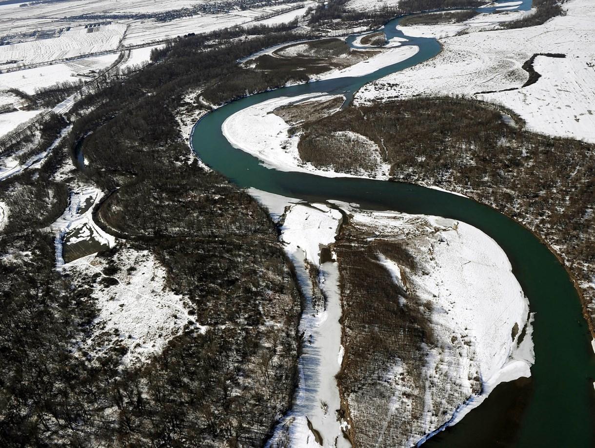 Látványos légi felvételek a Tisza hólepte vízgyűjtőiről - Nagyítás-fotógaléria