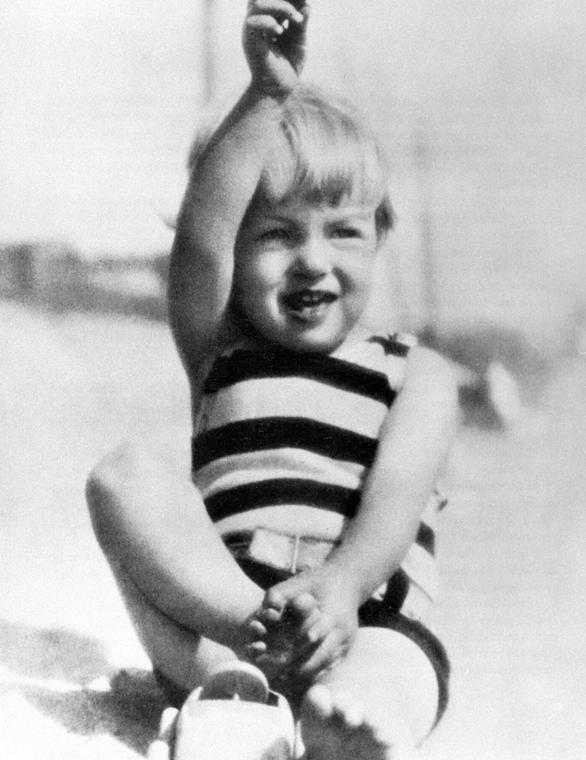 afp.1928.09. - Marilyn Monroe gyermekkorában nagyítás