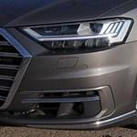 Videó: így hasít padlógázzal a német autópályán egy új Audi A8