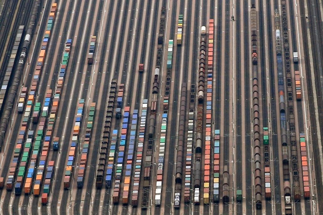 afp.15.05.09. - Seevetal, Németország: tehervonatok a a Maschen rendező pályaudvaron - német mozdonyvezetők sztrájkoltak - 7képei, német vasutassztrájk, vasutassztrájk, sztrájk