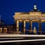 Gyorsan zuhan a németek intézményekbe vetett bizalma