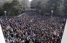 Ezrek követelték a kormány lemondását Albániában
