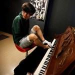 """""""Ki mondta, hogy kell kéz a zongorázáshoz?"""""""