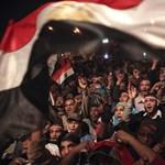 Több száz amerikai hallgatót menekítettek ki Egyiptomból az egyetemek