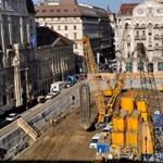 Közpénzből építenek parkolókat és parkot a József nádor téri mélygarázs tetejére