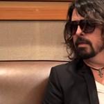 A Foo Fighters frontembere is beöltözött Halloweenre, és tényleg nagyon vicces volt - videó