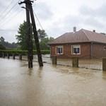 """""""Hagyjuk a francba, meneküljünk!"""" – Egy képviselő házát is elöntötte az árvíz Liszón"""