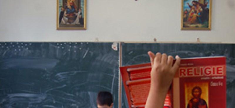 Feszület és feszültség az osztályteremben