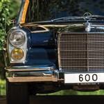 Patika állapotú régi diktátor-Mercedes keresi új gazdáját