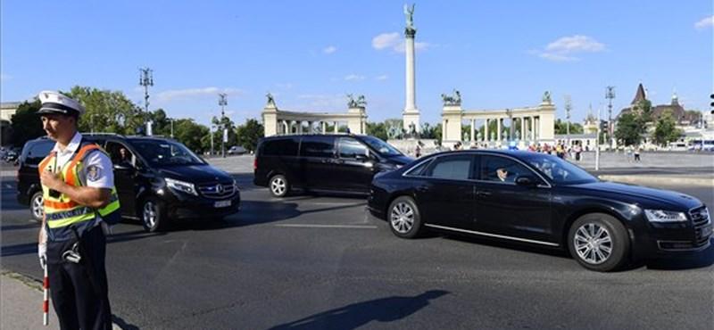 Megérkezett Budapestre Netanjahu, Lázár János fogadta a reptéren