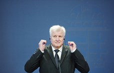A bajor Seehofer a kevésnek is örül