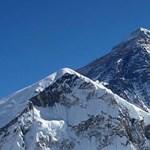 Nyolc és fél tonna szemetet hozott le egy takarítóbrigád a Mount Everestről