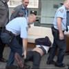 Egy köztévés videó szerint Hadházy nem támadt biztonsági őrökre