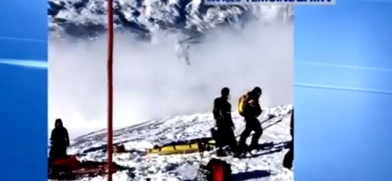 Itt egy amatőr videó Schumacher elszállításáról