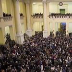 Szűkített kapacitásokkal hozza vissza a keretszámokat a kormány