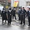 Sok rendőr és ideges polgármester figyelte, ahogy ezrek ünneplik a Bodrog-parti csodarabbit