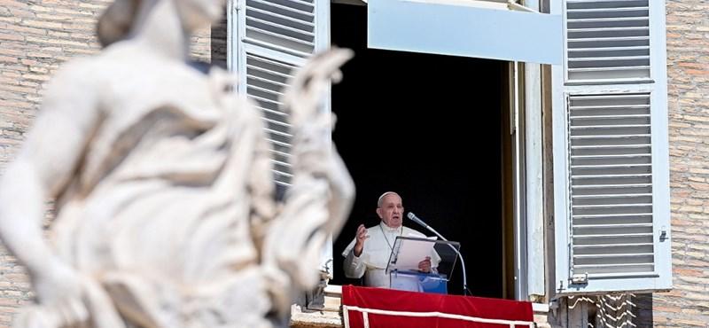 Belehalt a koronavírus szövődményeibe Ferenc pápa orvosa