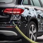 A hidrogén és a konnektoros hibrid hajtást ötvözi a Mercedes