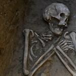 Fotók: 1600 éves csontvázra bukkantak a magyar régészek a Tiszánál