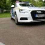 Ingyen oszt láthatósági mellényt és fényvisszaverőt a rendőrség