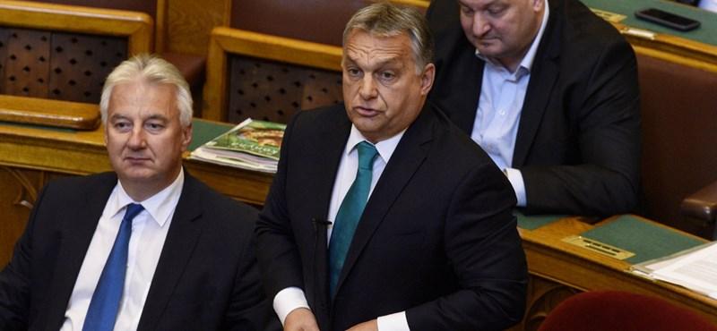 Orbán még a fideszes uniós biztosnál is jobban tudja, létezik-e a Soros-terv