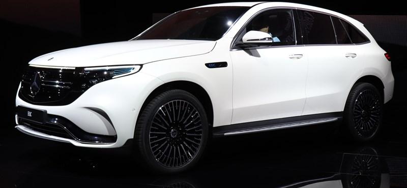 Itt a Mercedes első Tesla-rivális modellje: beültünk a most leleplezett EQC villanyautóba