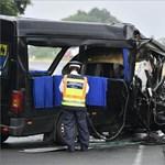 Fotók érkeztek a három halálos áldozatot követelő kisbuszbalesetről
