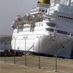 Partra futott egy óriáshajó, hárman meghaltak
