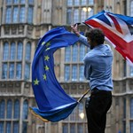Négyszemközt ült le a brit miniszterrel Szijjártó