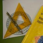 Képek: emelt szintű matekot írnak a diákok a Keleti Károly Közgazdasági Szakközépiskolában