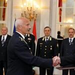 Tűzoltó és rendőr tábornokokat nevezett ki és léptetett elő Schmitt Pál
