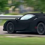 A feketénél is feketébb: videón a világ legsötétebb Ferrarija