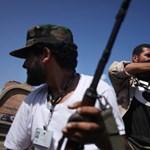 Több száz túszt ejtettek fegyveresek Líbiában