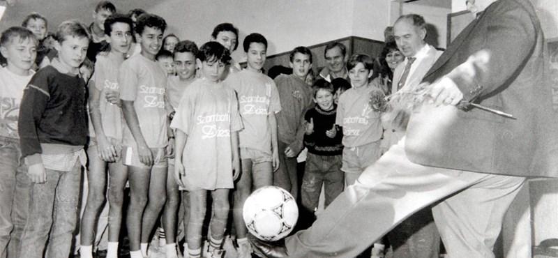Karácsonyi ajándék focirajongóknak: Puskás Ferenc életrajzi könyve ismét a polcokon