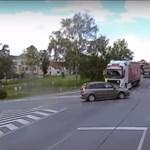 Behajtott az autós a kereszteződésbe, csakhogy jött a kamion – videó