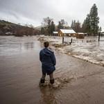Autópályát, hidat és egy kisvárost is elsodort az árvíz Oregonban