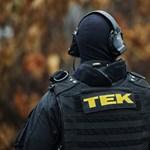 Terrorizmus miatt áll bíróság elé egy férfi, aki a TEK-nek írta meg, hogy rendőröket akar ölni