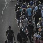 Autópálya mentén gyalogló mekeülteket toloncoltak vissza Magyarországra