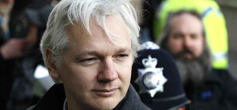 Nem engedik netezni a WikiLeaks-alapítót