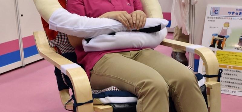Különleges fotellel enyhítik a japán idősek magányát - fotó
