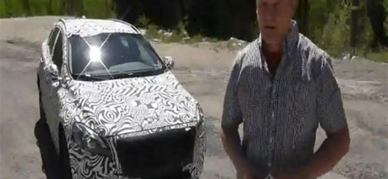 Ilyen, amikor csörtével zárul egy autó kémfotózása - videó