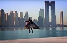 Lenyűgöző képsorok: 30 másodperc alatt repült 1800 méter magasra a dubaji repülő ember