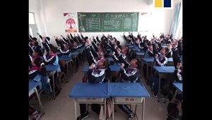 """A """"horse racing"""" az új Gangnam Style - így táncolnak az ázsiai diákok"""