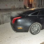 Nem bírta kihagyni egy férfi, hogy egy nyitott ajtós, járó motorú Jaguarba botlott Vácon