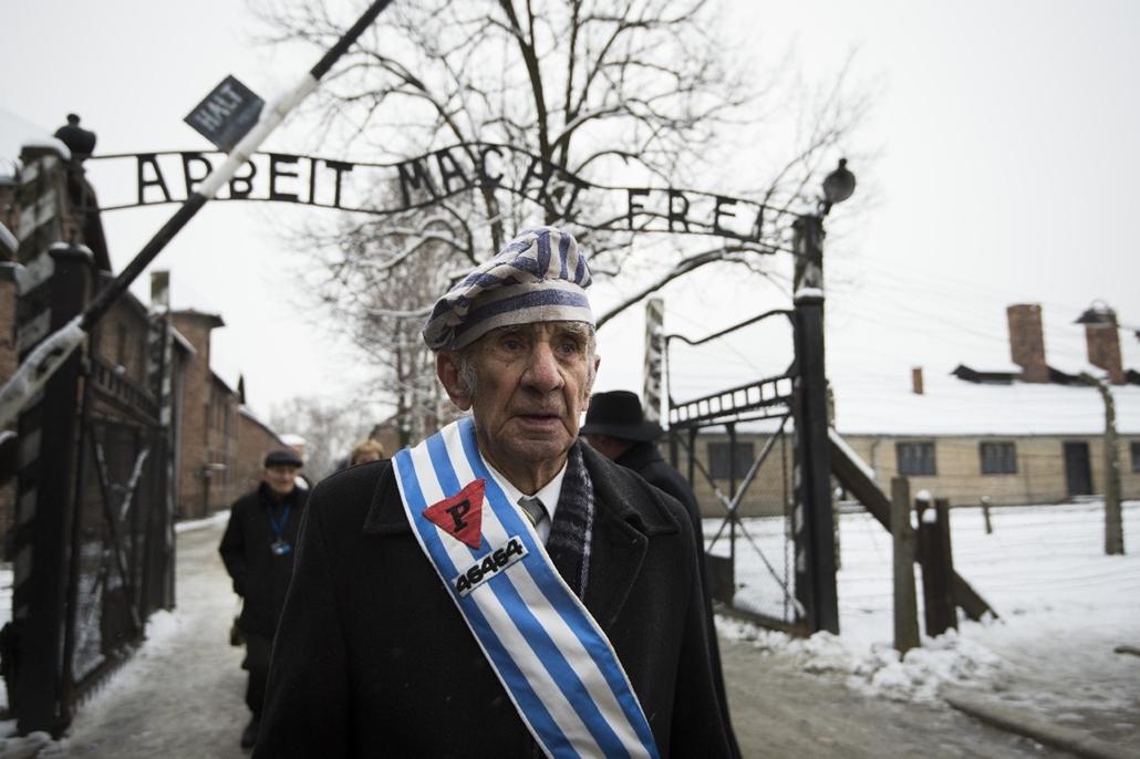 afp.15.01.27. - Auschwitz, Lengyelország: Miroslaw Celka, az auschwitzi koncentrációs tábor túlélője a népírtás hetvenedik évfordulóján. - 7képei