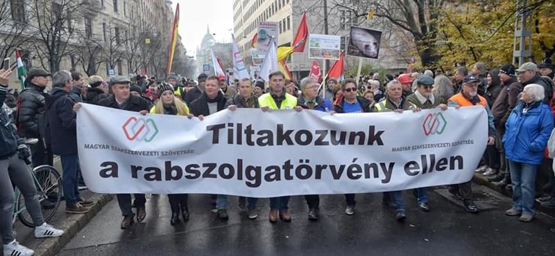 Népszavazást akar a Jobbik a rabszolgatörvényről