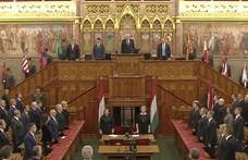 Orbán kezet fogott az ellenzéki frakcióvezetőkkel